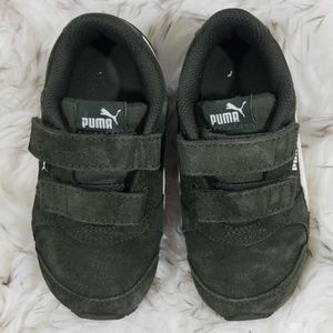 Boys olive green suede Puma sneakers sz 9C